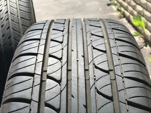 215 55 17 Toyota alloy 17'' rims  and all-season tires