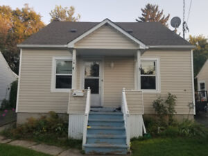 St Catharines,  Carlton St  4 Bedroom Upstairs for Rent
