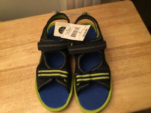 NEW Size 6 Sandals