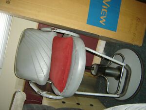 $125 · Used hydrolic barber chair for sale Regina Regina Area image 1