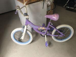 Vélo 16 pouces filles. 10$