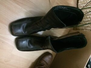Size 9 boots  dark brown leather