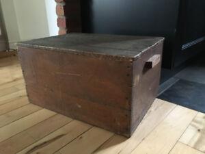 mini coffre antique en bois