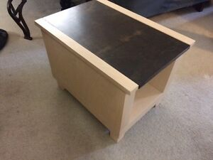 Coffee table and side table London Ontario image 3