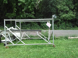 Boat lift Must Go $800.00 or Best offer