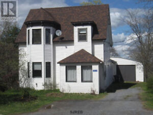 Large house for sale in Hampton