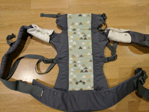 Beco Gemini carrier - Steps pattern with drool pads included