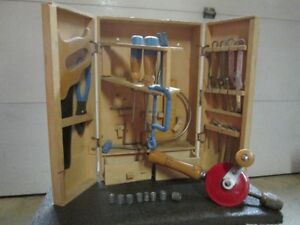Coffre d'outils et perceuse manuelle