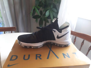 BRAND NEW KD10 Men's Basketball Shoes - size 11