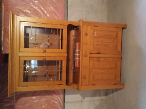 Dining Room Table and Hutch/Cabinet