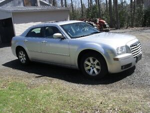 2006 Chrysler 300-fully loaded sunroof well maintained no rust