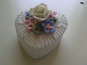 Decorative trinket jewelry keepsake heart shaped rose box London Ontario image 6
