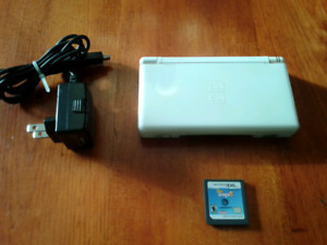 White Nintendo DS Lite with charger & game