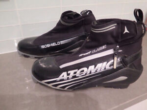 Cross country skis Atomic shoes (size 8)