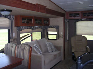 REDUCED Immaculate 2012 Greystone Heartland RES 33QS London Ontario image 4