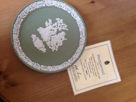 Wedgwood 1986 annual valentines plate