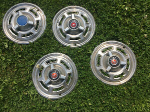 Spinner hubcaps of falcon