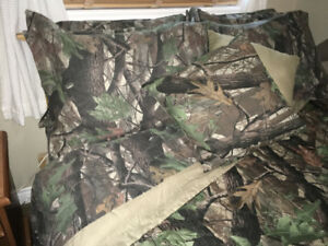 Realtree Camo Queen Size Comforter and sheet set