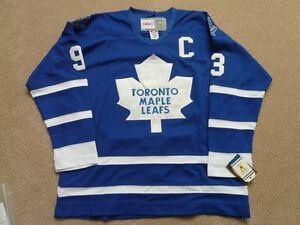 Doug Gilmour Toronto Maple Leafs signed Jersey  COA/Hologram Cambridge Kitchener Area image 3