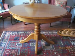 "41"" Round Solid Maple Pedastal Table and 4 Chairs"
