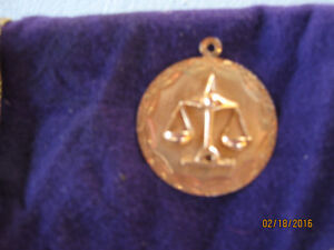Unisex 10cts GOLD Scales of Justice  Pendant (NEW)