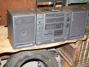 GE GETO  BLASTER  AM / FM   RADIO WITH BASE BOOST . Windsor Region Ontario image 5
