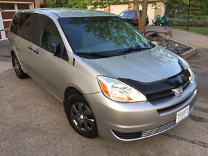 2004 Toyota Sienna CE 7 passenger low kilometers remote start