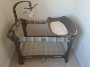 Graco Pack 'n Play playpen / change table