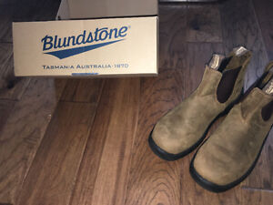 BRAND NEW Blundstones (safety boots)