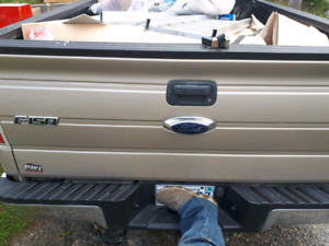 2010 f150 tail gate with reverse camera and trailer hitch