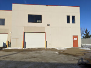LARGE WAREHOUSE 40X40 - AVAILABLE IMMEDIATELY - SHERWOOD PARK