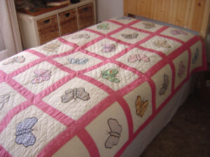 "Beautiful Vintage ""Lots Of Butterflies"" Quilt"