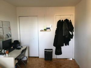 une chambre dans un 4 1/2 -animaux bienvenue-