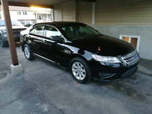 Ford Taurus 2012 négociable !