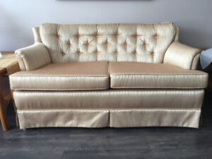 Love Seat, Gold, 54 inch, Clean. In new condition