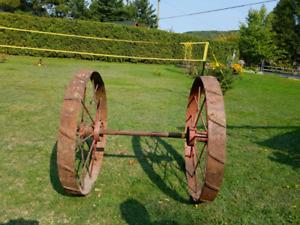 2 roues de faucheuse avec essieu