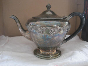 WM. A. Rogers Old English Reproduction SPBM 6177 V5 Teapot