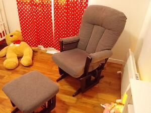 chaise Dutalier avec pouf Lac-Saint-Jean Saguenay-Lac-Saint-Jean image 1