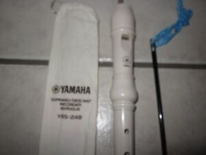 Yamaha Soprano Recorder, Ivory Colored, In Excellent condition