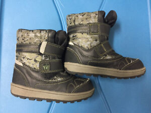 Winter boots (toddler size 7-8)