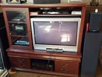Toshiba 34HF81 CRT Television flat screen + Entertainment Unit