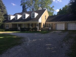 Luxury 7BD Home in Secluded Neighbourhood, Pool and 2 Car Garage