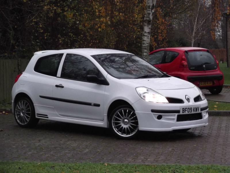 renault clio 1 2 extreme 2009 full body kit unique car. Black Bedroom Furniture Sets. Home Design Ideas