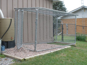 Large Chain-Link Dog Kennel, 5 PC Excellent Condition w/Door
