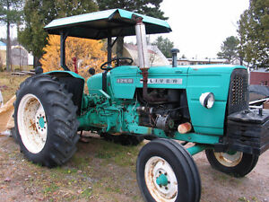 Tracteur Oliver model 1250 et Cabine Case.