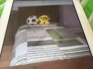 Basse de lit en bois de pin de très bonne qualité à vendre