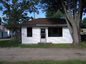 3 Bedroom Home on Lakeshore Dr.  Utilities Included