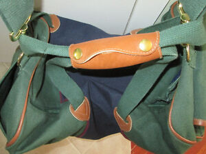 LARGE GREEN AND DARK BLUE BAG WITH LEATHER HANDLES LIKE NEW COND West Island Greater Montréal image 2