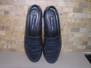 Women's Etienne Aigner Navy Blue Loafers Shoes Sz 7.5 Like New