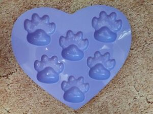 Heart shaped purple kitty paws muffin silicone pan